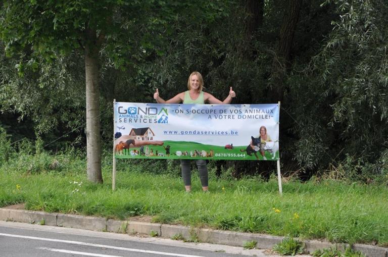 Bâche à la sortie de l'autoroute Saint-Georges-sur-Meuse